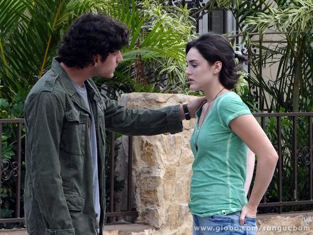 O diálogo entre os dois resolve tudo (Foto: Sangue Bom/TV Globo)
