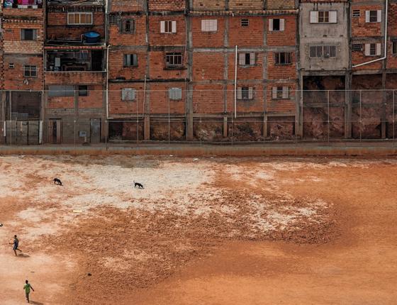 Campo de futebol na zona Sul de São Paulo (Foto:  Renato Stockler)