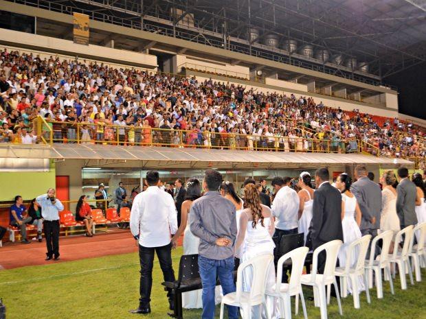Em Rio Branco, 1000 casais subiram ao altar durante Casamento Coletivo (Foto: Caio Fulgêncio/G1)