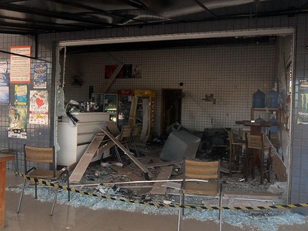 Loja de posto de combustível ficou destruída com a explosão. (Foto: Nativa News)