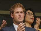 Príncipe Harry comemora novo sobrinho e zomba do irmão