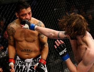 Cody McKenzie x Leonard Garcia UFC 159 (Foto: Getty Images)