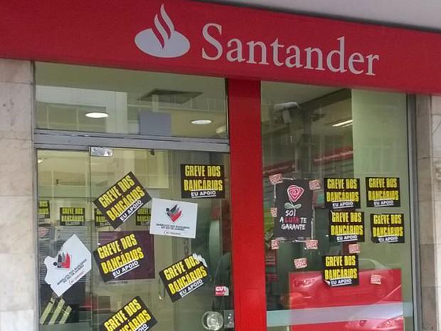 Agências bancárias permanecem fechadas no Centro do Rio (Foto: Daniel Silveira / G1 Rio)