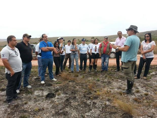 Ambientalistas fizeram visita oficial à nascente que secou na Serra da Canastra (Foto: Anna Lúcia Silva/G1)