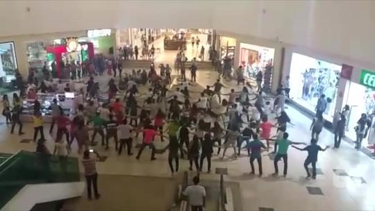 Jovens cristãos fazem 'flash mob' e param shopping em Palmas