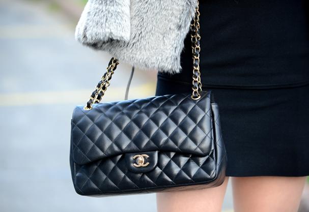 Clássica it-bag da Chanel, também conhecida como o modelo 2.55  (Foto: Getty Images)