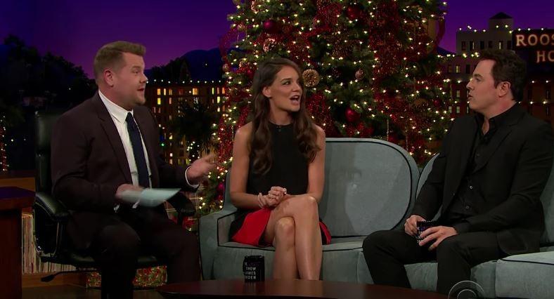 James Corden entrevista Katie Holmes (Foto: Reprodução)