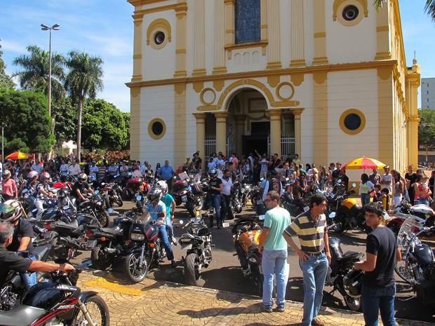Missa reuniu cerca de 700 motociclistas em Barretos na manhã deste sábado (27) (Foto: Rafael Miotto/G1)