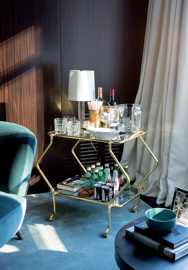 Para expor e degustar: monte o seu próprio bar em casa! (Foto: Fran Parente/Arquivo Casa Vogue)