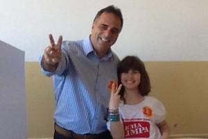 Candidato Paulo Mustrangi votou pela manhã (Foto: Jussara Madeira)