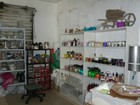 Fábrica clandestina de maquiagem e cosméticos é fechada em Manaus