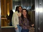 Bruna Marquezine e Fernanda Souza passeiam em shopping