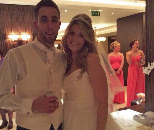 Dawn e Dan Weston em seu casamento, em janeiro de 2014 (Foto: Reprodução/Facebook/Dawn Weston)