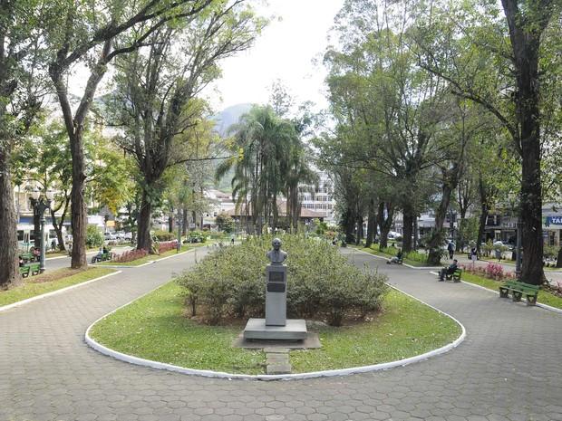 A Praça Getúlio Vargas está com plantas e flores recuperadas. Mais beleza para a praça centenária. (Foto: Daniel Marcus/Divulgação)