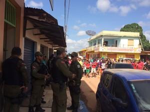 Polícia Militar durante negociações (Foto: Jampiere Martins/TV Tapajós)