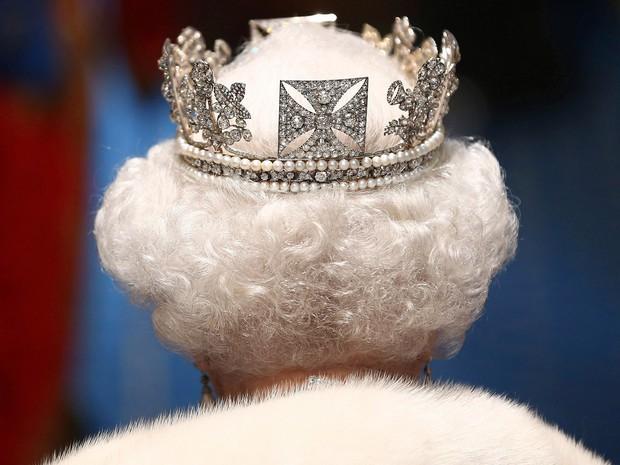 Foto de arquivo da Rainha Elisabeth de maio de 2013; estudo identificou gene relacionado à tendência de ter cabeço branco  (Foto: Reuters/Dan Kitwood/Pool/Files)