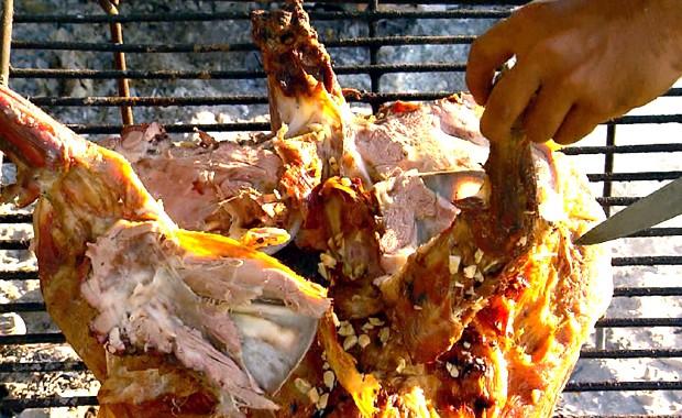 Churrasco de cordeiro à moda dos pampas é a receita do Terra da Gente (Foto: Reprodução / EPTV)