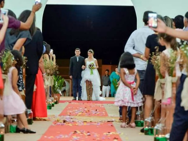 Noiva recebeu cerca de 400 convidados em casamento feito em Bandeirantes (Foto: Rayrany Mattos / Arquivo Pessoal)