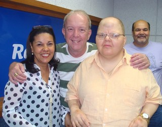 Rafael Soares, ao lado do radialista Roberto Canázio (Foto: Rádio Globo/ Divulgação)