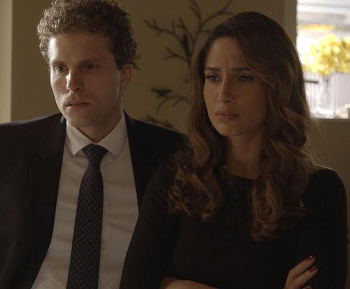 Vinícius e Regina descobrem que Cris era a cúmplice de Murilo (Foto: TV Globo)