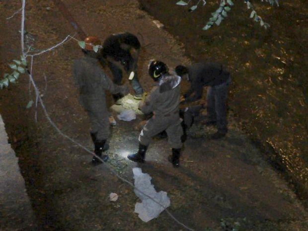 Corpo de homem é encontrado dentro de córrego em Campo Grande (Foto: Gustavo Arakaki/ TV Morena)