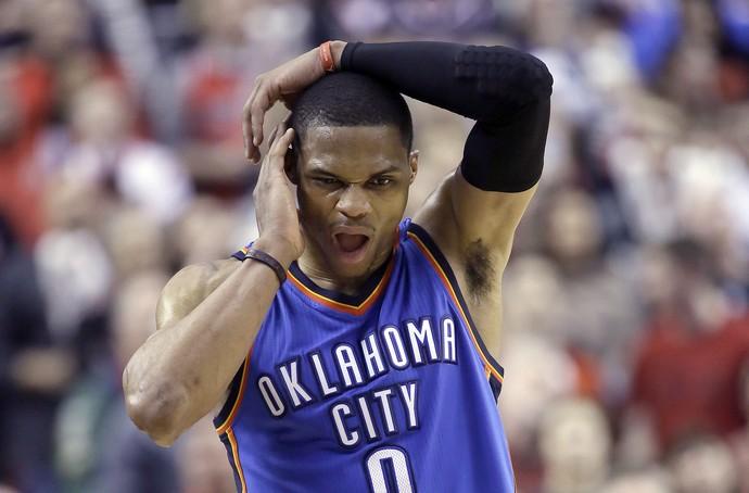 Russell Westbrook fratura no rosto, Oklahoma x Portland (Foto: AP)