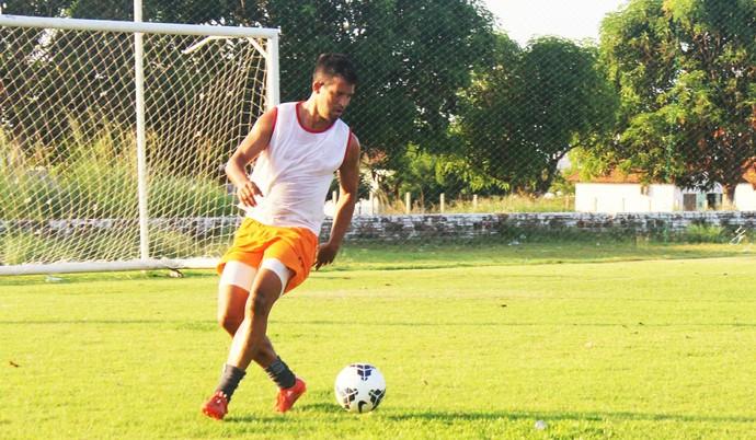 Raphael Freitas, atacante do River-PI (Foto: Emanuele Madeira/GloboEsporte.com)