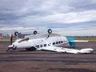 Vento de 129 km/h faz avião virar em aeroporto de Porto Alegre; veja fotos