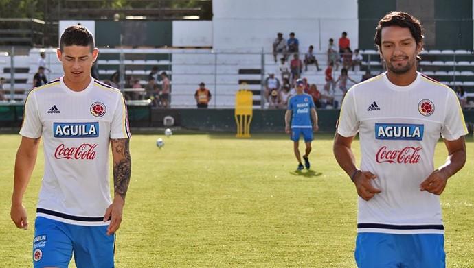 James Rodríguez e Aguilar no treino da seleção da Colômbia em San Juan (Foto: Reprodução de Twitter)