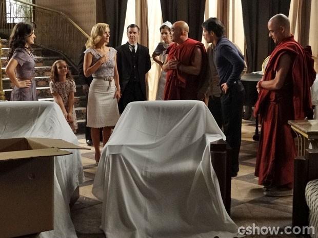 Franz anuncia que mansão vai virar creche (Foto: Joia Rara/TV Globo)