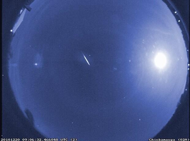 Imagem da mesma chuva de meteoros ocorrida em janeiro de 2012 (Foto: NASA/MEO/B. Cooke)