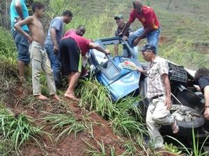 Caminhão rodou na pista e tombou as margens da rodovia (Foto: Juninho Moitero / Arquivo Pessoal)