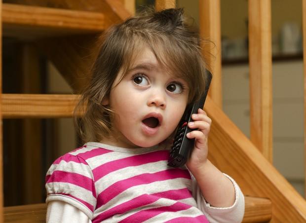 crianca; falando; bilingue (Foto: Shutterstock)
