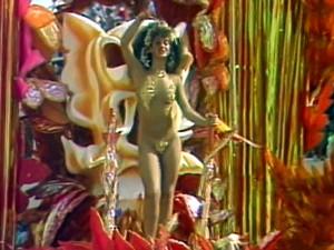 Cláudia Raia em desfile da Beija-Flor no ano de 1985 (Foto: TV Globo)