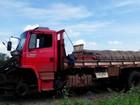 Dupla aborda caminhão na BR-232 e leva pneus, carenagem e paralamas