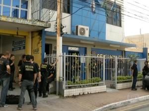 Polícia Federal e Ministério Público realizam operação no Sul do RJ (Foto: Reprodução/TV Rio Sul)