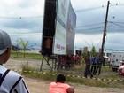 Homem é encontrado morto dentro de placa de publicidade em Itanhaém, SP