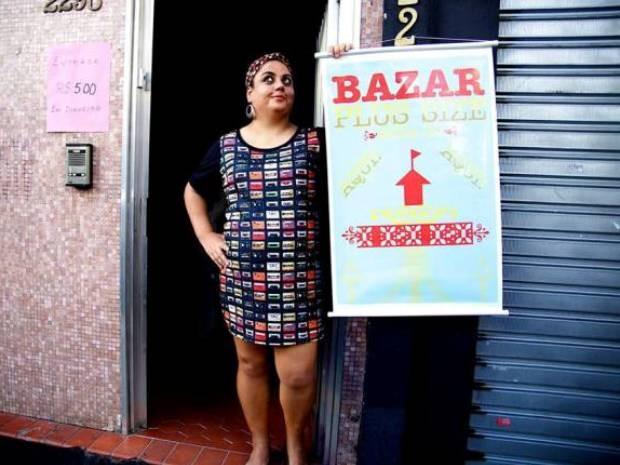 Flávia Durante é a organizadora do bazar e diz que clientes saem satisfeitas (Foto: Divulgação)