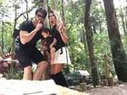 Ex-BBBs Adriana e Rodrigão curtem o Natal em Gramado com o filho