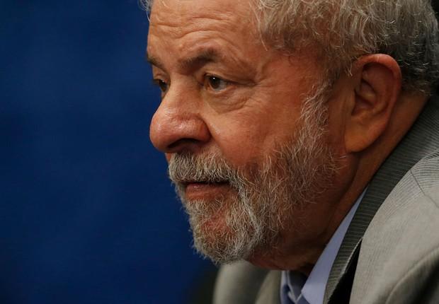 O ex-presidente Luiz Inácio Lula da Silva assiste à sessão de julgamento do impeachment de Dilma Rousseff (Foto: Igo Estrela/Getty Images)