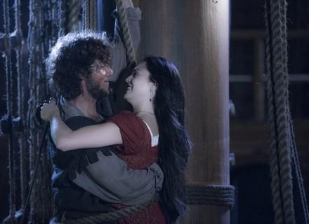 Joaquim pede Anna em casamento em meio à batalha pirata