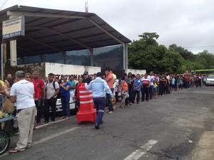 Longas filas na Central de Atendimento ao Eleitor em Teresina (Foto: Gilcilene Araújo/G1)
