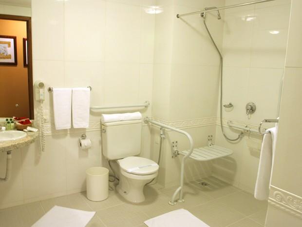 Hotel tem banheiros adaptados em quartos e na recepção (Foto: Divulgação/Villa Bella)