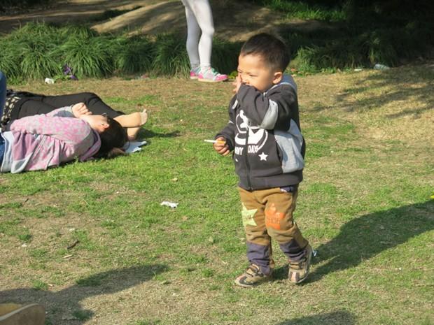 Cena foi registrada em parque em Shangai, conhecido por ser um espaço familiar (Foto: Hart Hagerty/Shangai Style File)