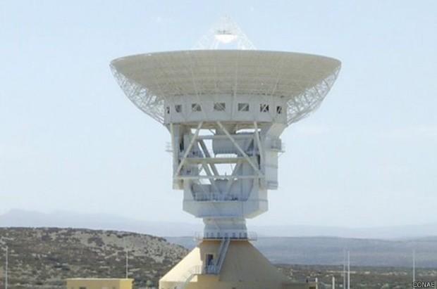 A base chinesa tem uma poderosa antena de 35 metros para pesquisa em 'espaço profundo' (Foto: CONAE)