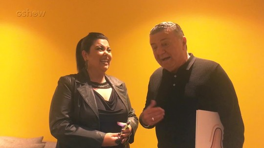 Fabiana Karla invade camarim de Arnaldo Cezar Coelho e descobre qual regra é clara