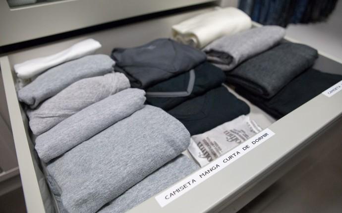 Galeria Gabriela Corrêa organizadora de ambientes e de como dobrar roupas Mistura com Rodaika closet cozinha camisetas banheiro joias quarto calcinhas meias cuecas (Foto: Thiago Pitrez/Divulgação)