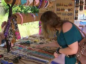 Feira do artesanato na praça Frei Baraúna, em Sorocaba (Foto: Reprodução/ TV TEM)