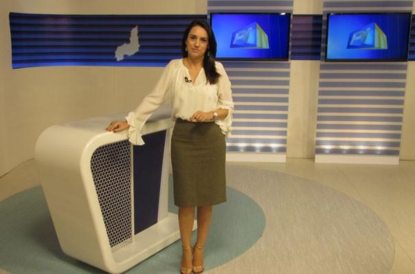 Repórter e apresentadora Neyara Pinheiro manda mensagem de 'feliz ano novo' para telespectadores e internautas. (Foto: André Santos/TV Clube)