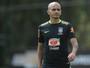Fábio Santos treina pela primeira vez, e Miranda e Renato Augusto descansam